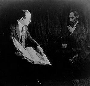 Houdini mostrando como falsificar uma foto.