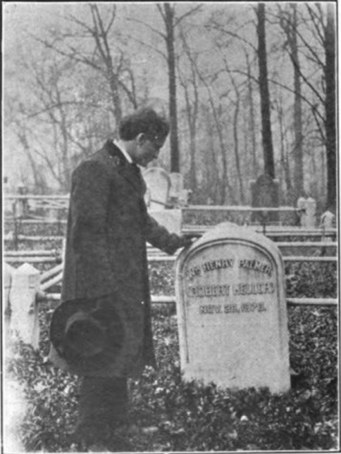harry_houdini_at_robert_heller_grave